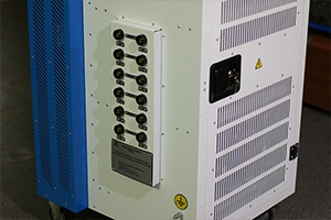 Количество независимых зарядно-разрядных каналов для подключения аккумуляторов