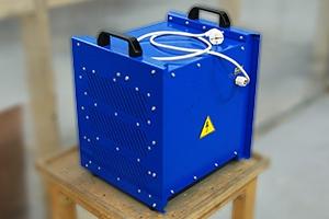 Зарядно-разрядное устройство серии Зевс-Р для обслуживания аккумуляторов вид сзади